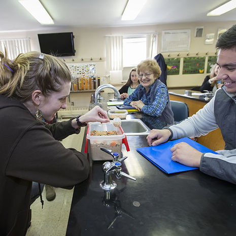 Natural Science and General Science with Teaching Majors become part of Freshman Year Experience at Temple Ambler